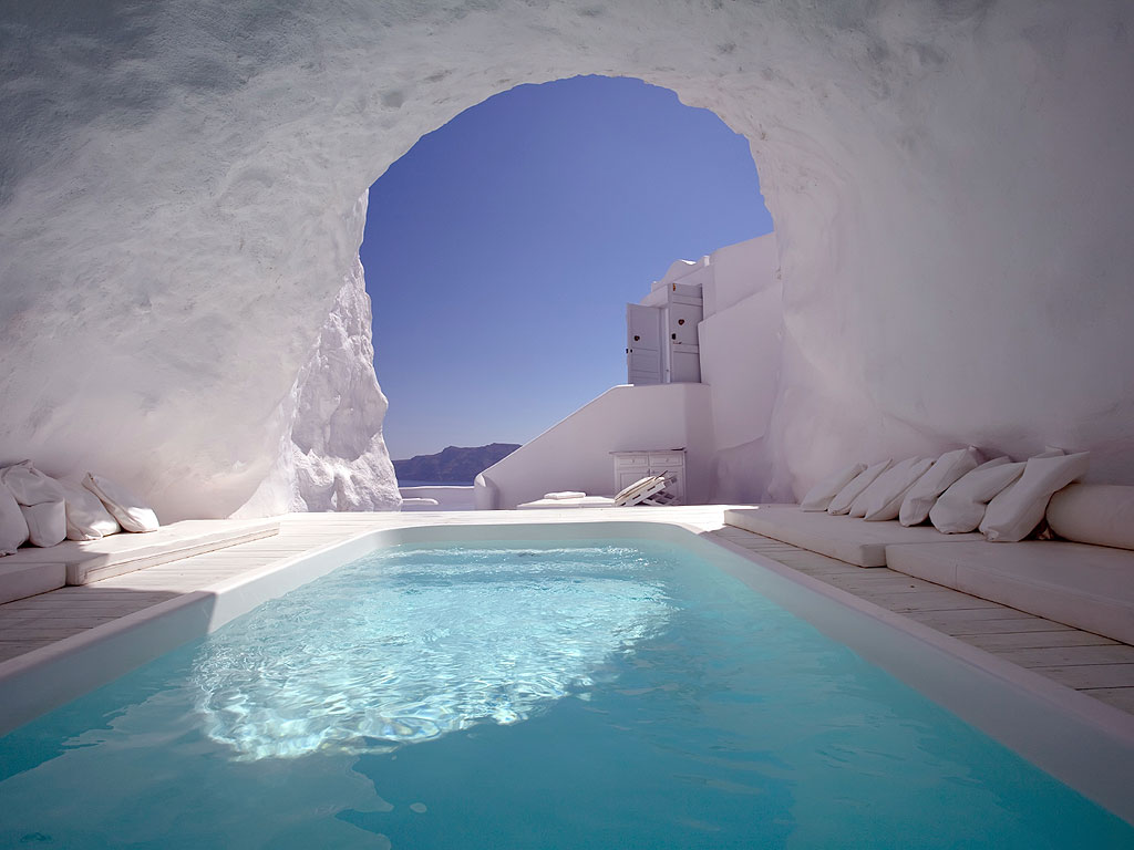 Cave-pool-in-Santorini-1