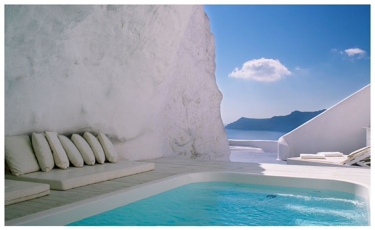 Cave-pool-in-Santorini-2