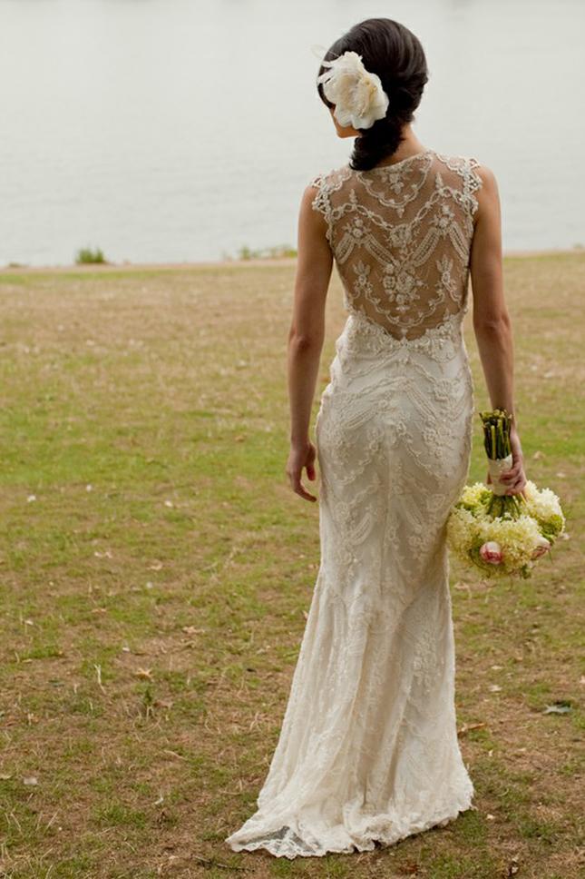 Vestido de noiva com detalhe nas costas