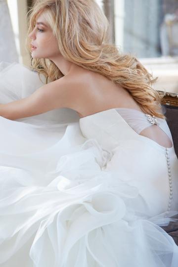 detalhe vestido de noiva costas