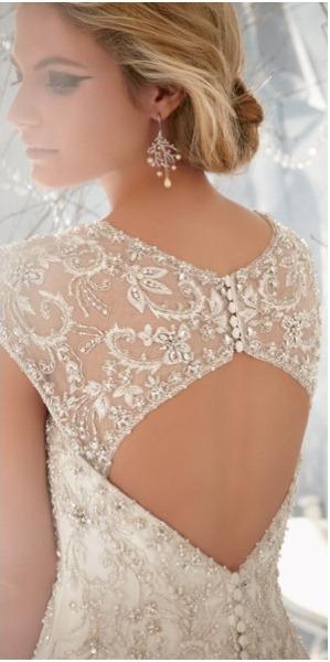 detalhes nas costas vestido de noiva