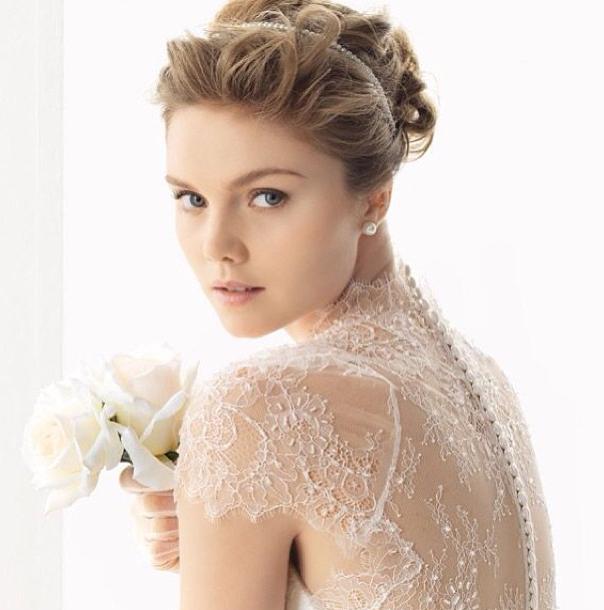 vestido de noiva com detalhe na costas