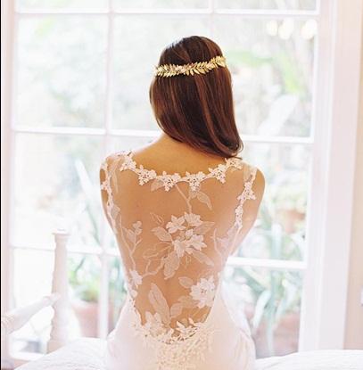 vestido de noiva detalhe nas costas modelo assinado por Claire Pettibone