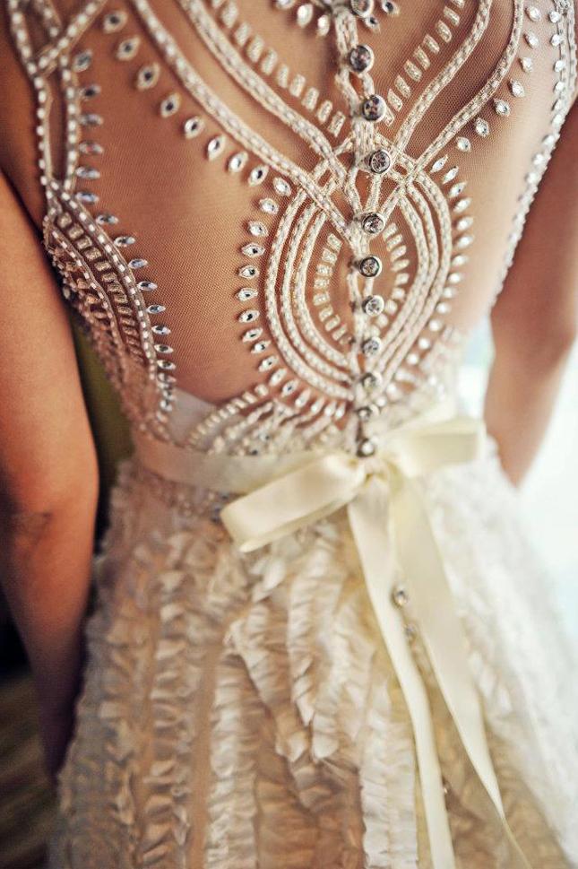 vestido de noiva detalhe nas costasThe Veluz Bride