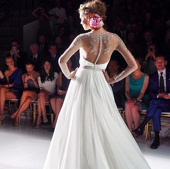 vestido de noiva detalhes nas costas