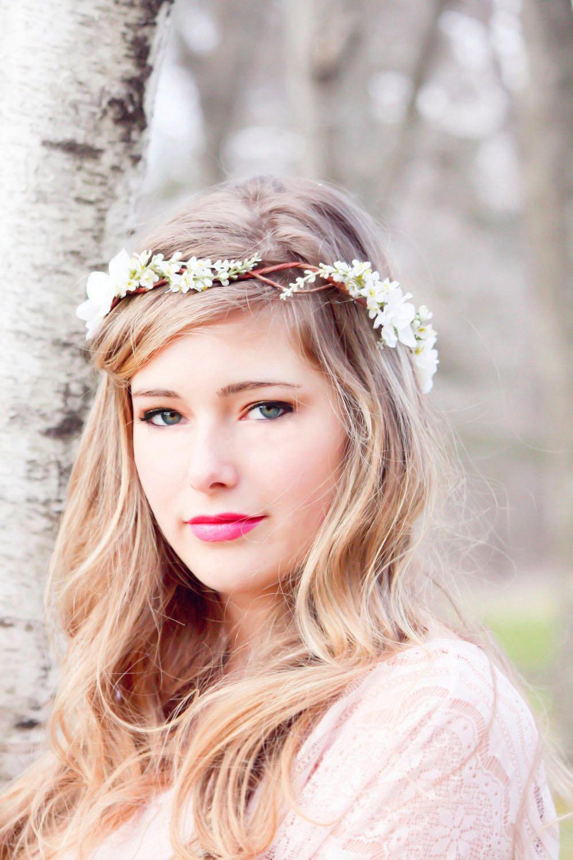 penteado de noiva com tiara de flor