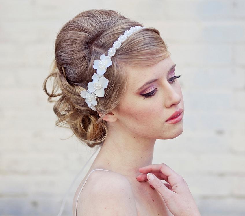 penteado de noiva com tiara- flor