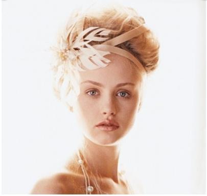penteado de noiva copm tiara em flor