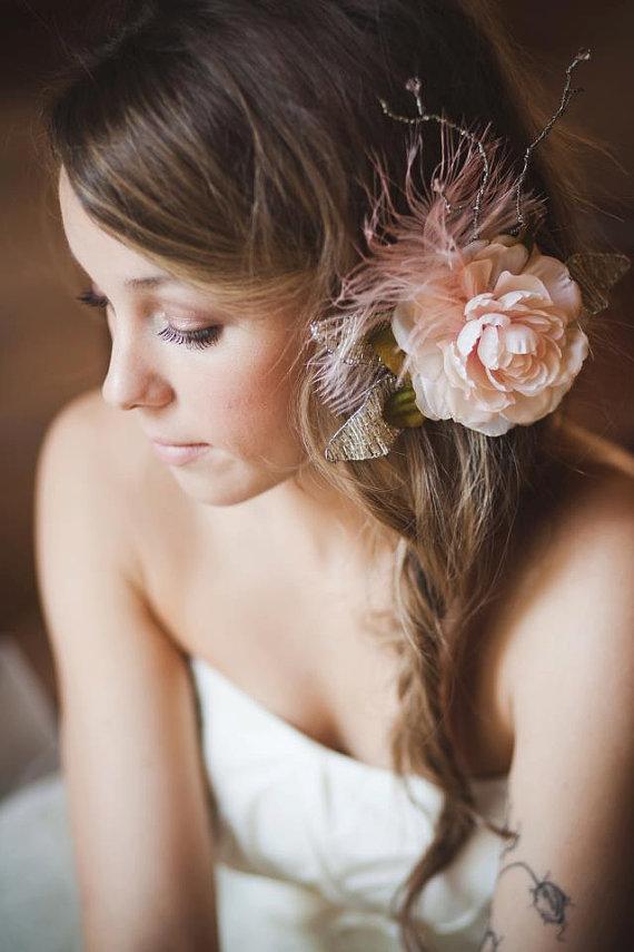 penteado lindo de noiva com flor
