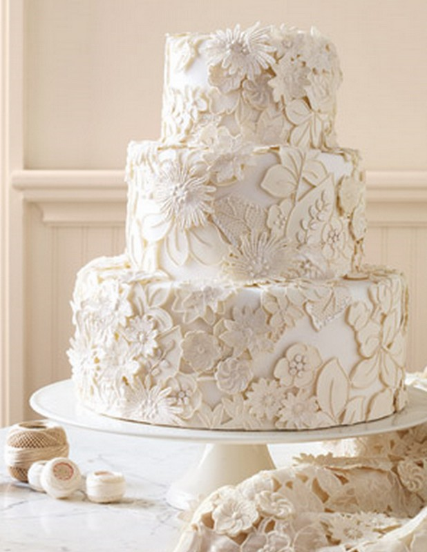 bolo-de-casamento branco com flores
