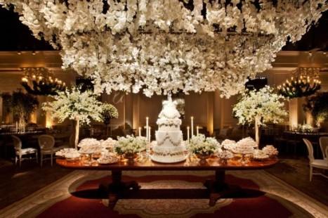 flores-suspensas-casamento-2-e1384260133125
